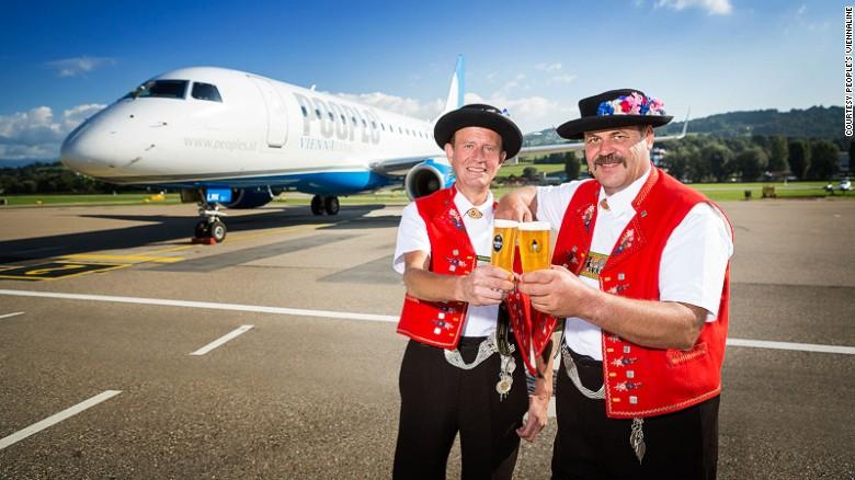 Tuyến bay quốc tế ngắn vỏn vẹn 8 phút chính thức ra mắt - 3