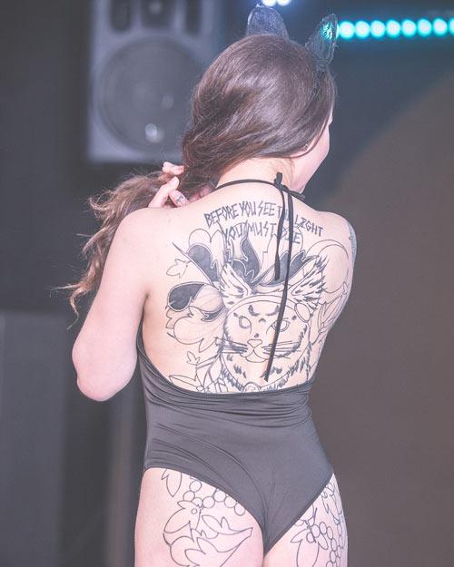 """Loạt hình cực """"nóng"""" trong cuộc thi Hoa hậu Xăm mình - 6"""