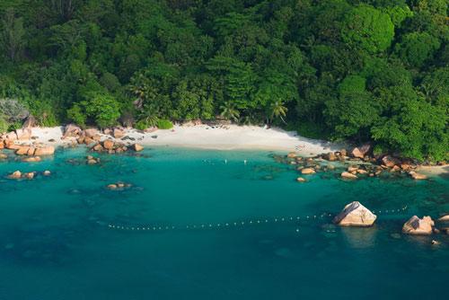 7 bãi biển hoang sơ nổi tiếng nhất thế giới - 1