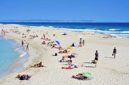 7 bãi biển hoang sơ nổi tiếng nhất thế giới - 7