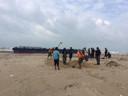 Tàu đứt dây neo, 3 ngư dân kêu cứu giữa biển - 3