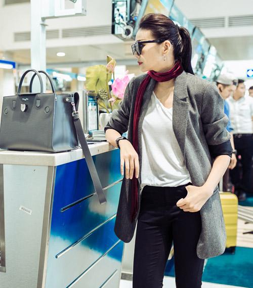 Thanh Hằng sành điệu diện trang sức gần nửa tỉ tại sân bay - 2