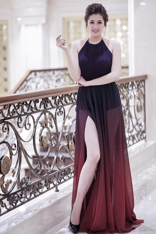 Á Hậu Tú Anh diện váy ngắn, khoe chân dài cán mốc 1m05 - 5