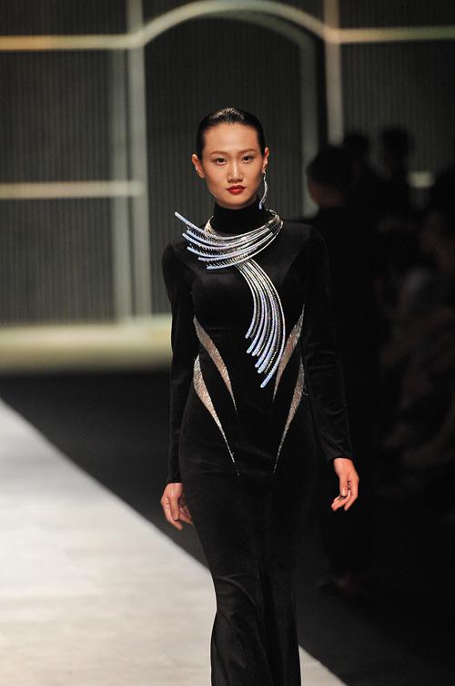 Mãn nhãn với tuyệt tác trang sức tại Vietnam International Fashion Week - 10