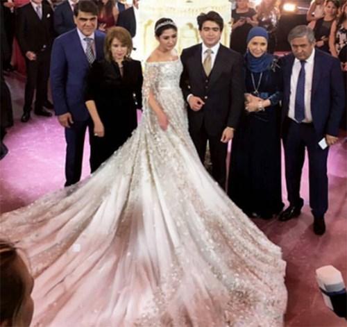 Ái nữ tỉ phú diện váy cưới nạm ngọc giá 14 tỉ đồng - 2