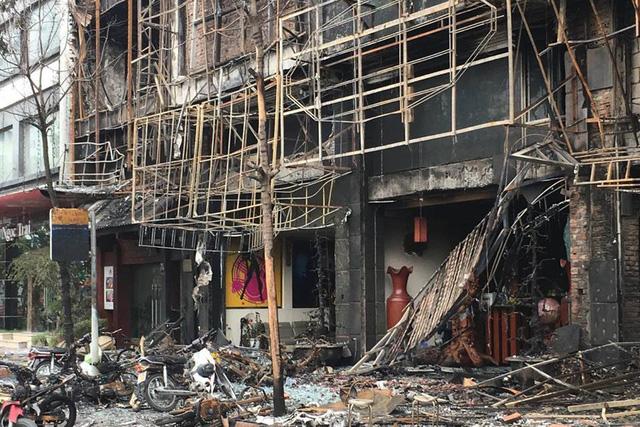 Triệu tập 3 thợ hàn sau vụ cháy quán karaoke, 13 người thiệt mạng - 2
