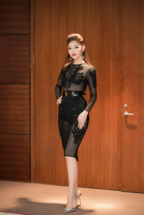 Hoa hậu Mỹ Linh, Á hậu Thanh Tú gây sốc vì quá lạ - 5