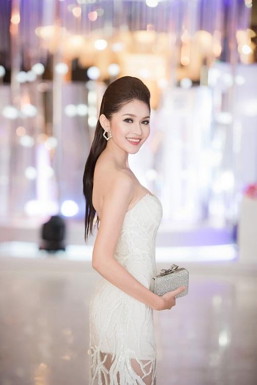 Hoa hậu Mỹ Linh, Á hậu Thanh Tú gây sốc vì quá lạ - 7