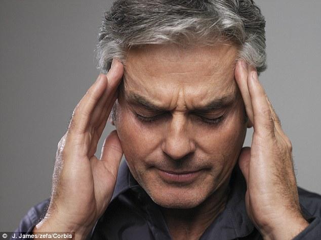 Lý do không ngờ khiến nam giới sau 35 tuổi hay mất ngủ - 1