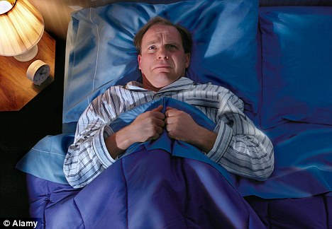 Lý do không ngờ khiến nam giới sau 35 tuổi hay mất ngủ - 2