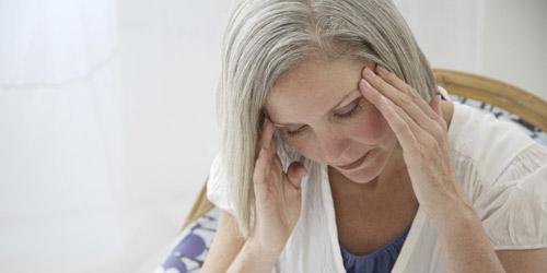 Vì sao phụ nữ sau 35 hay bị giảm thời gian ngủ, mất ngủ? - 1