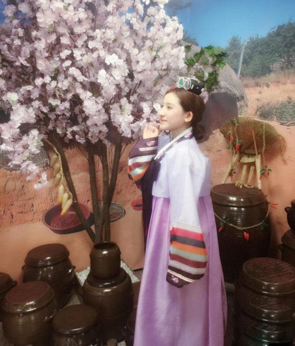 Cuộc sống sang chảnh của vợ cũ Hồ Quang Hiếu - 7