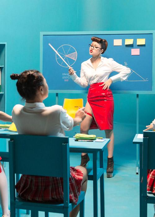 Thủy Top diễn cảnh cô giáo nổi loạn gây sốc - 2
