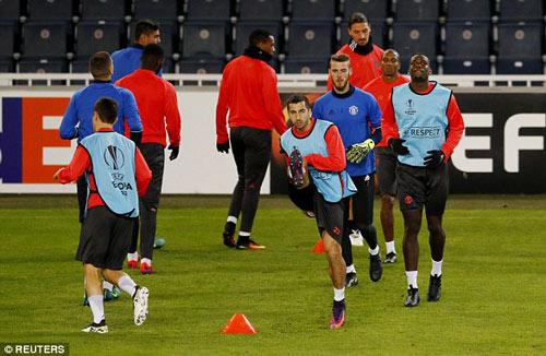 MU hỏi mua Suarez giá kỷ lục, Barca chính thức lên tiếng - 4