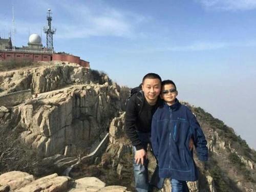 Cậu bé 8 tuổi cố gắng tăng 10kg để hiến tủy cứu bố - 2