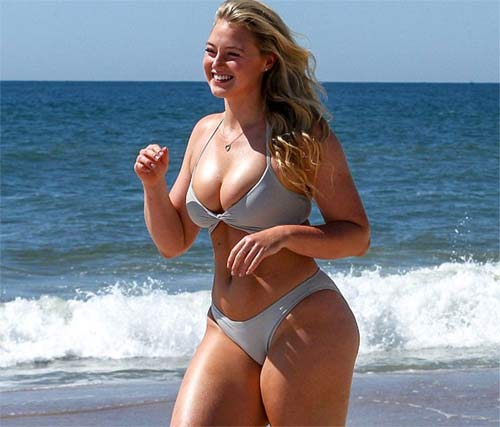 Mẫu béo đẳng cấp gợi tình với bikini khoét hông cao ngút - 10