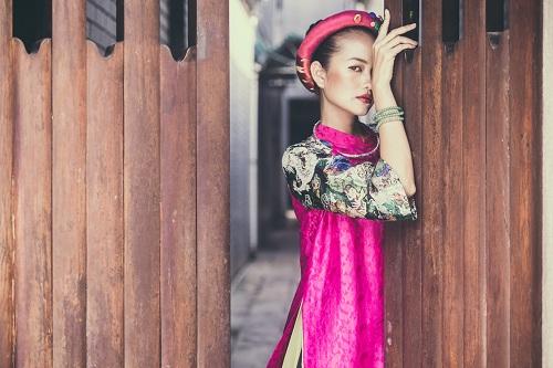 Quán quân Next Top Ngọc Châu hút hồn với áo dài gấm lụa - 1