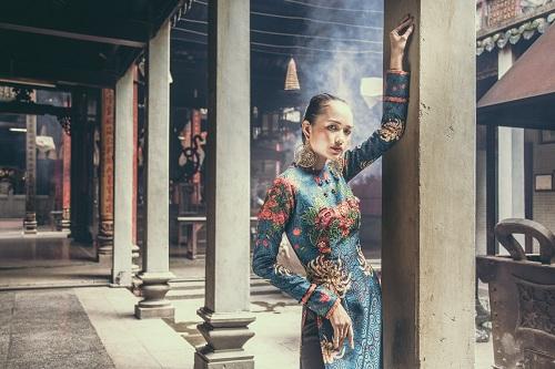 Quán quân Next Top Ngọc Châu hút hồn với áo dài gấm lụa - 4