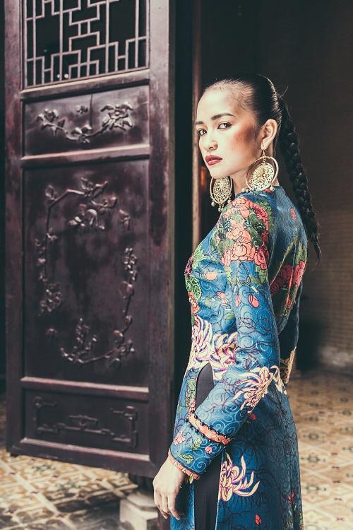 Quán quân Next Top Ngọc Châu hút hồn với áo dài gấm lụa - 5
