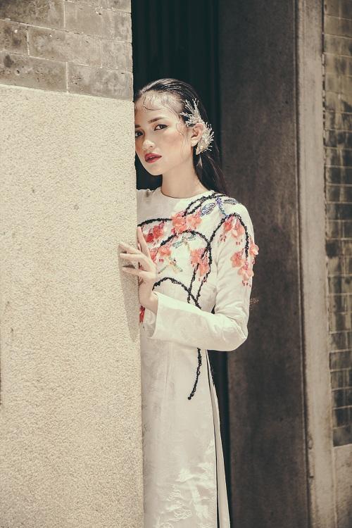 Quán quân Next Top Ngọc Châu hút hồn với áo dài gấm lụa - 10