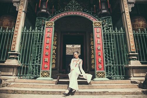 Quán quân Next Top Ngọc Châu hút hồn với áo dài gấm lụa - 12