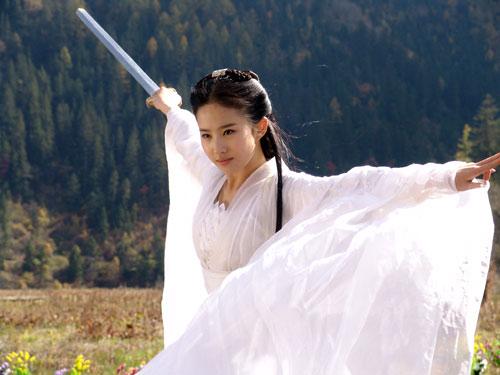 """Những pha võ thuật """"thần sầu"""" của Lưu Diệc Phi - 1"""