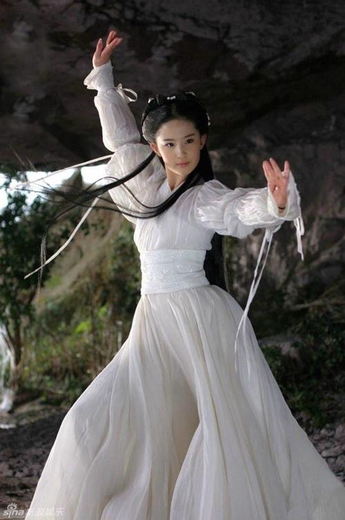 """Những pha võ thuật """"thần sầu"""" của Lưu Diệc Phi - 2"""