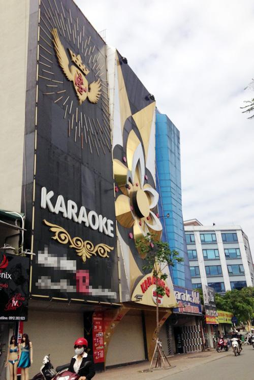 """Cận cảnh những biển quảng cáo karaoke kích thước """"khủng"""" - 2"""