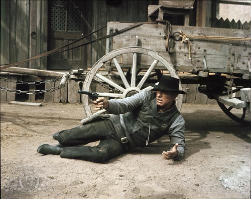 Mãn nhãn với những màn đấu súng kinh điển trong phim cao bồi - 4