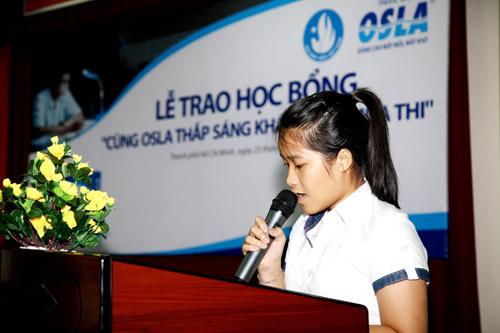 Trao tặng 250 suất học bổng cho tân sinh viên - 5