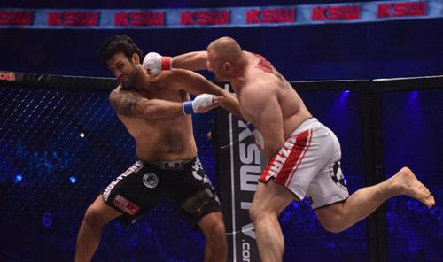 MMA: Lực sĩ khỏe nhất thế giới 1 đấm hạ cao thủ Brazil - 1