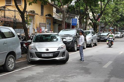 HN đề xuất trông giữ ô tô theo ngày chẵn - lẻ từ tháng 11 - 1