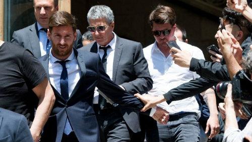 Messi khó giành QBV: Trốn thuế và vết thương Argentina - 3