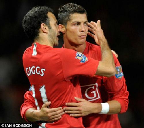 Tin HOT bóng đá tối 3/11: Ronaldo cân bằng kỉ lục kiến tạo của Giggs - 1