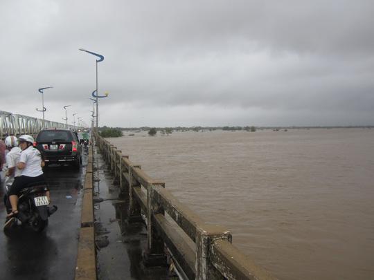 Thủy điện xả lũ lớn nhất 7 năm qua, Phú Yên ngập nặng - 2