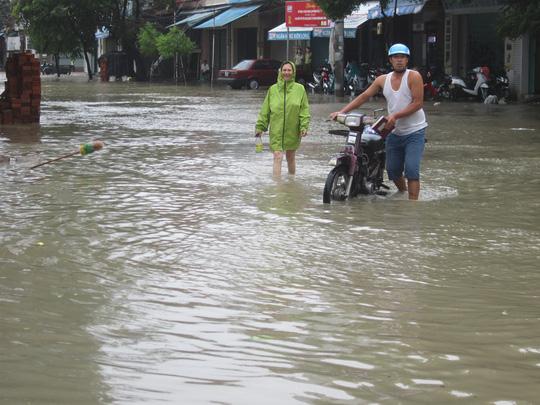 Thủy điện xả lũ lớn nhất 7 năm qua, Phú Yên ngập nặng - 3