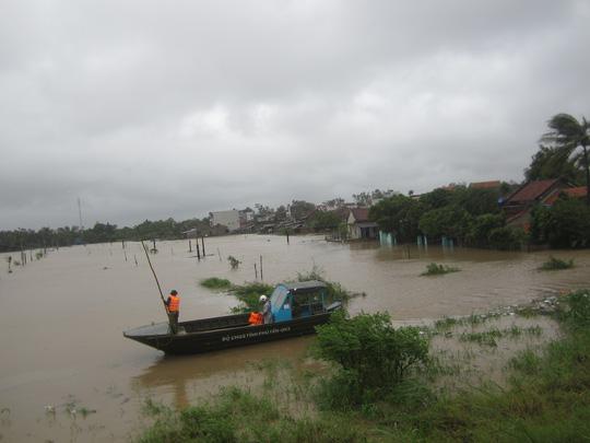 Thủy điện xả lũ lớn nhất 7 năm qua, Phú Yên ngập nặng - 7