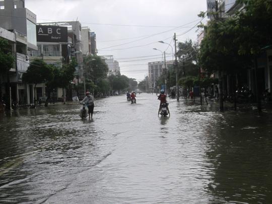 Thủy điện xả lũ lớn nhất 7 năm qua, Phú Yên ngập nặng - 4
