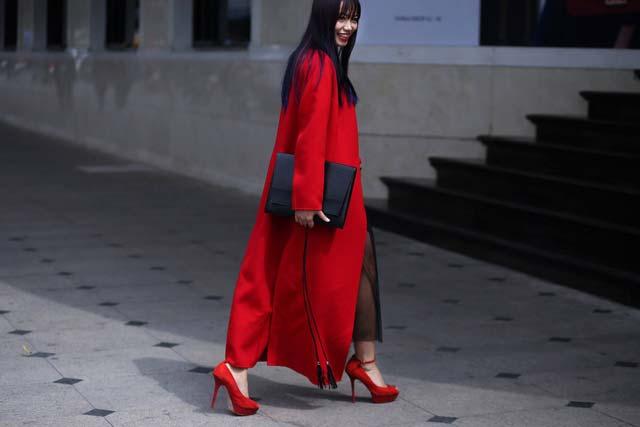 Hoàng Thùy hờ hững nội y tại Tuần lễ thời trang quốc tế - 5