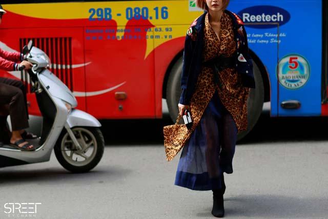 Hoàng Thùy hờ hững nội y tại Tuần lễ thời trang quốc tế - 3