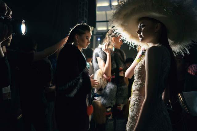 Những điểm lạ ở hậu trường Tuần lễ thời trang lớn nhất VN - 6