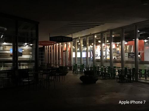 iPhone 7 Plus so tài zoom với iPhone 7 - 11