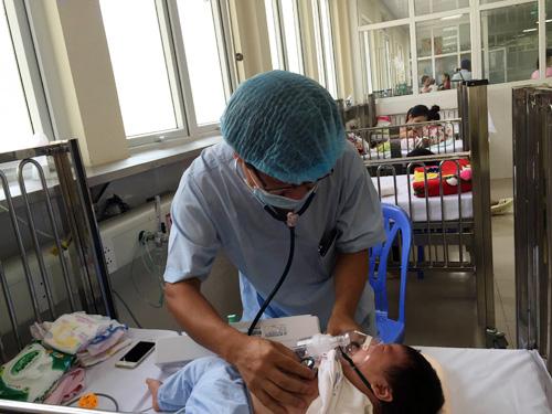 Trẻ mắc cúm mùa, ho gà, tay chân miệng nhập viện la liệt - 1