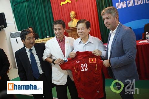 Nguyên Chủ tịch nước Nguyễn Minh Triết khen HLV Tuấn là ngôi sao mới - 13