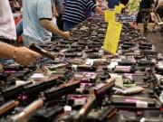 Thế giới - Dân Mỹ rầm rộ mua súng vì... lo Clinton làm tổng thống
