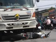 Tin tức trong ngày - Hai nữ sinh bị kéo lê dưới gầm xe tải