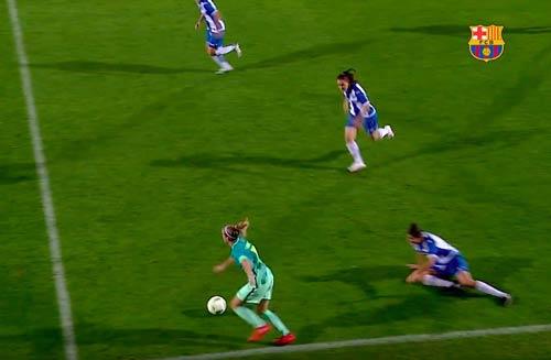 """Messi nữ"" tái hiện siêu phẩm solo của Maradona - 1"