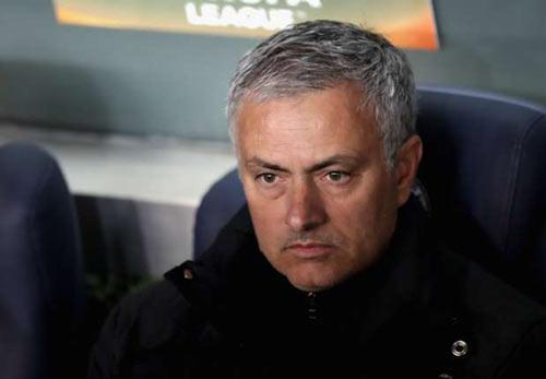 """MU bị dự đoán """"khổ thêm 2 năm nữa"""" với Mourinho - 2"""
