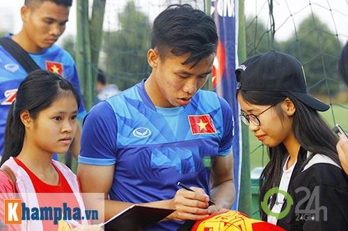 """ĐT Việt Nam: Fan nữ """"bao vây"""", ngay ngáy lo chấn thương - 11"""