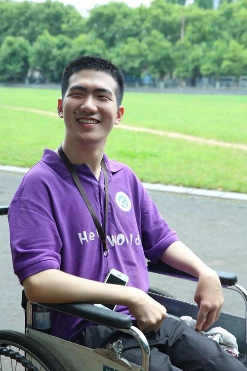 Chàng trai TQ bị bại não vẫn tốt nghiệp thạc sỹ - 5